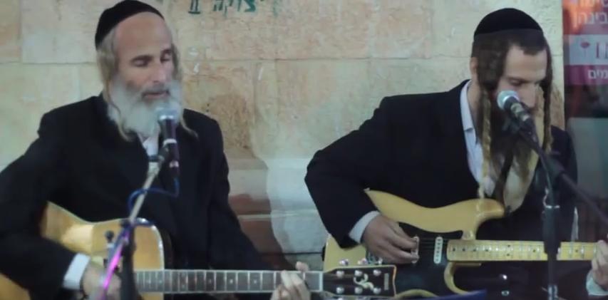 Die Rabbis Aryeh und Gil Gat sind die bekanntesten Straßenmusiker Jerusalems.