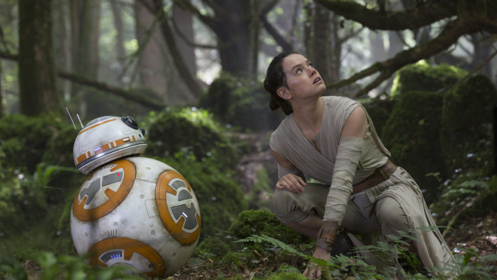 Star Wars: The Force Awakens  L to R: BB-8 and Rey (Daisy Ridley)  Ph: David James  © 2015 Lucasfilm Ltd. & TM. All Righ