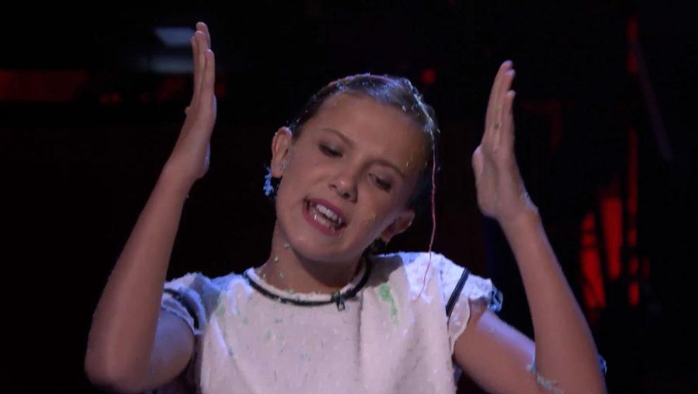 """""""Stranger Things""""-Star Millie Bobby Brown zeigt ihre versteckten Rap-Künste."""