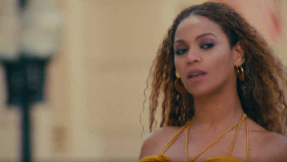 "Beyoncé im Video zu ""Hold Up"""