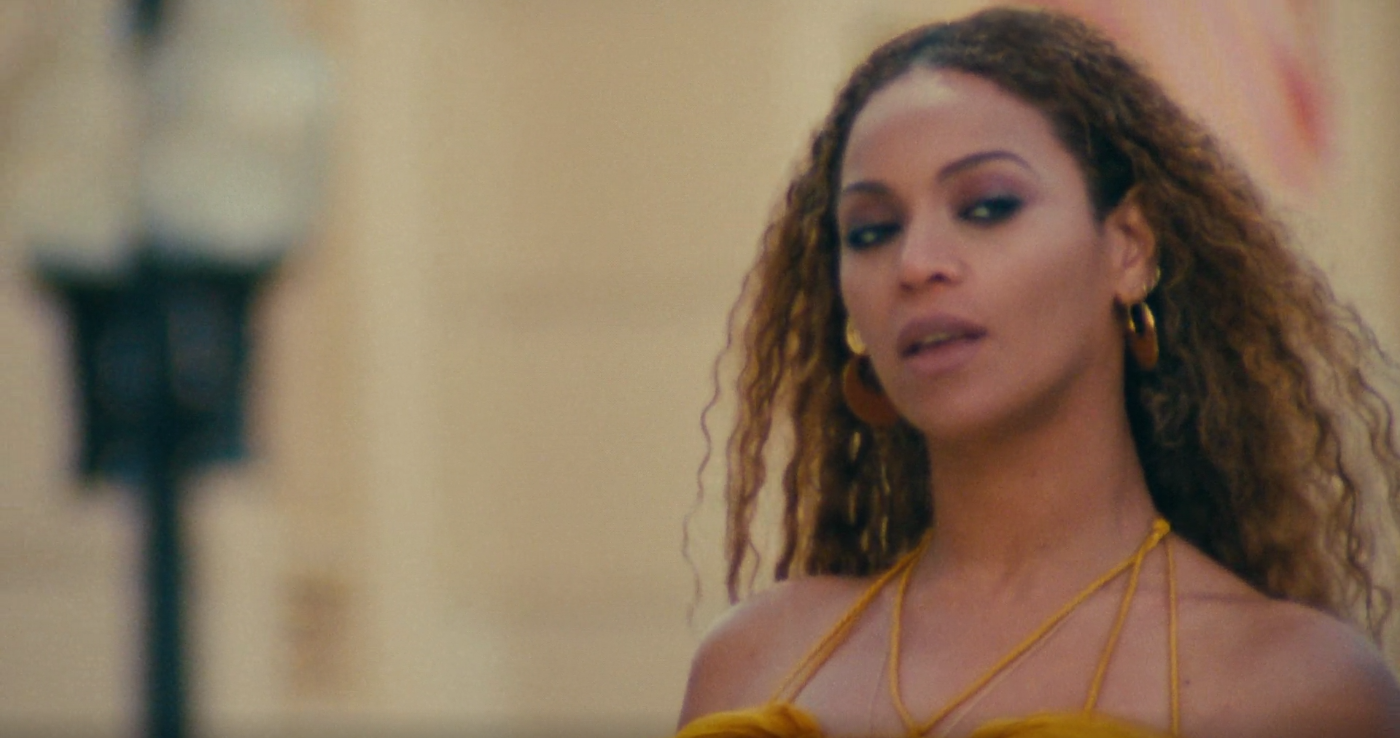 "Beyoncé im Video zu ""Hold Up"""