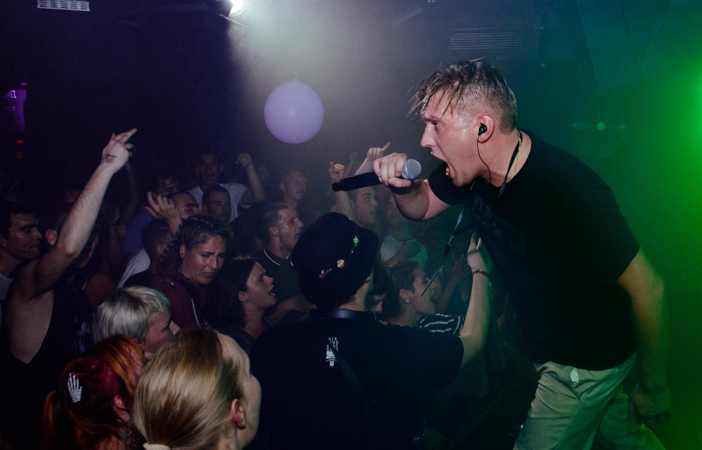 """""""Graf Grim"""": Grim104 kündigt EP """"Das Grauen, das Grauen"""" mit neuem Song..."""