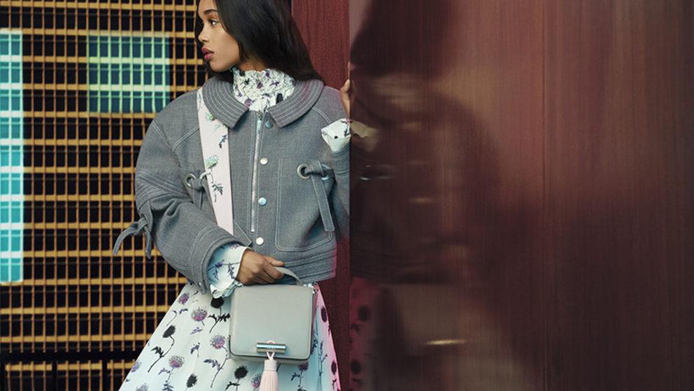 "Model Laura Harrier in der ""Reelest Real""-Kampagne von Kenzo"