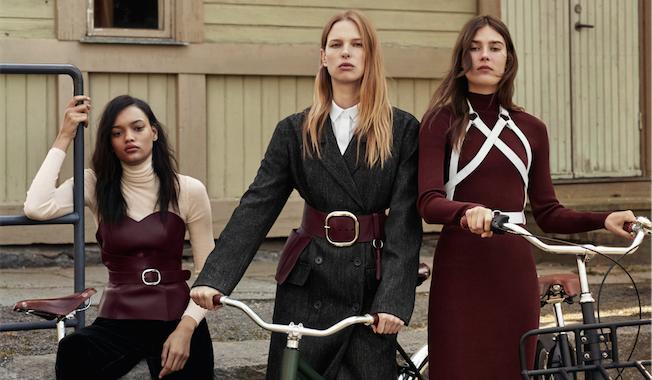 Kampagnenbild aus der & Other Stories Kolloboration mit der New Yorker Fetisch-Wear-Designerin Zana Bayne. Der Materialmix au