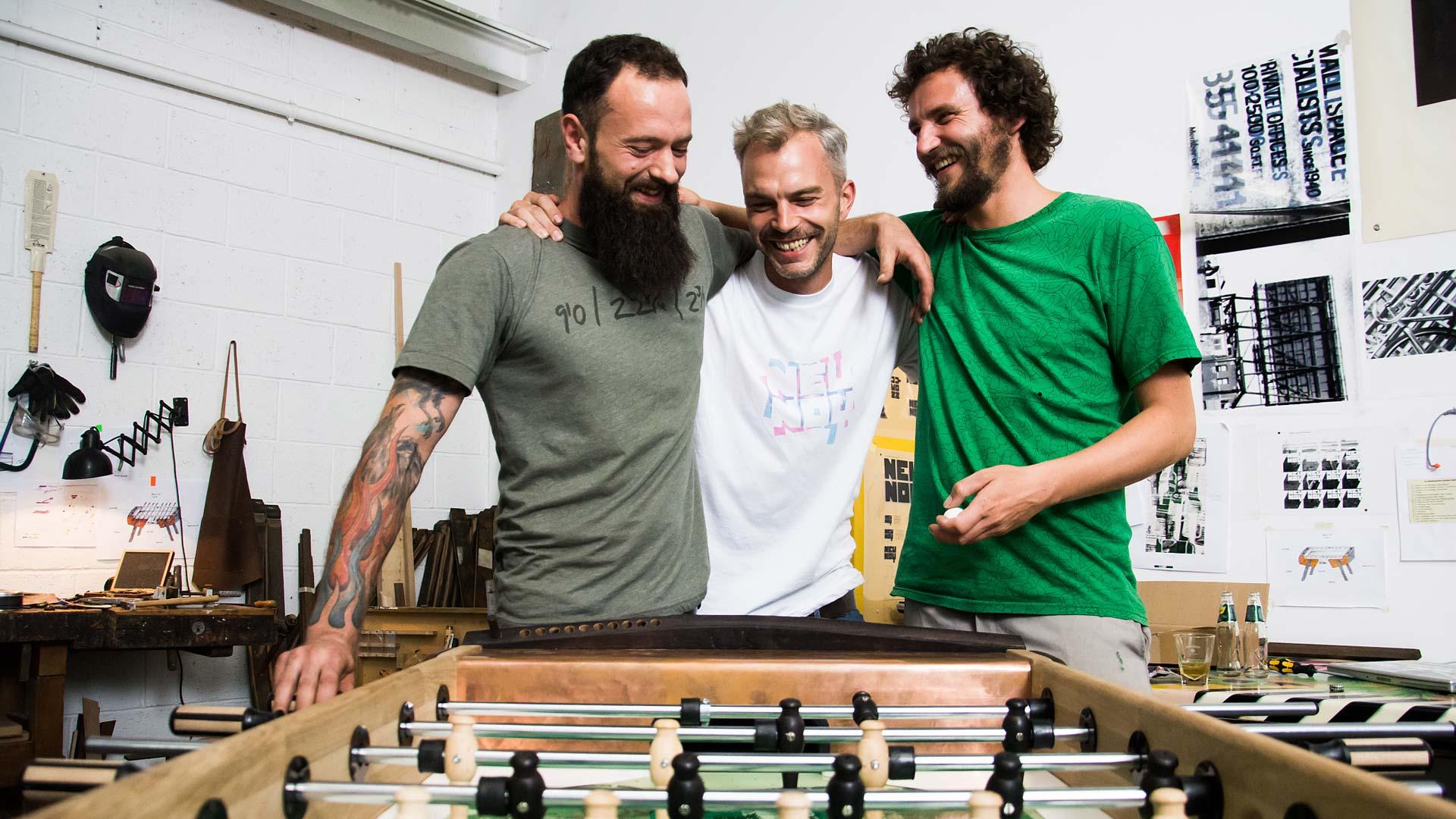 Drei Freunde haben sich den Traum vom eigenen Kicker erfüllt
