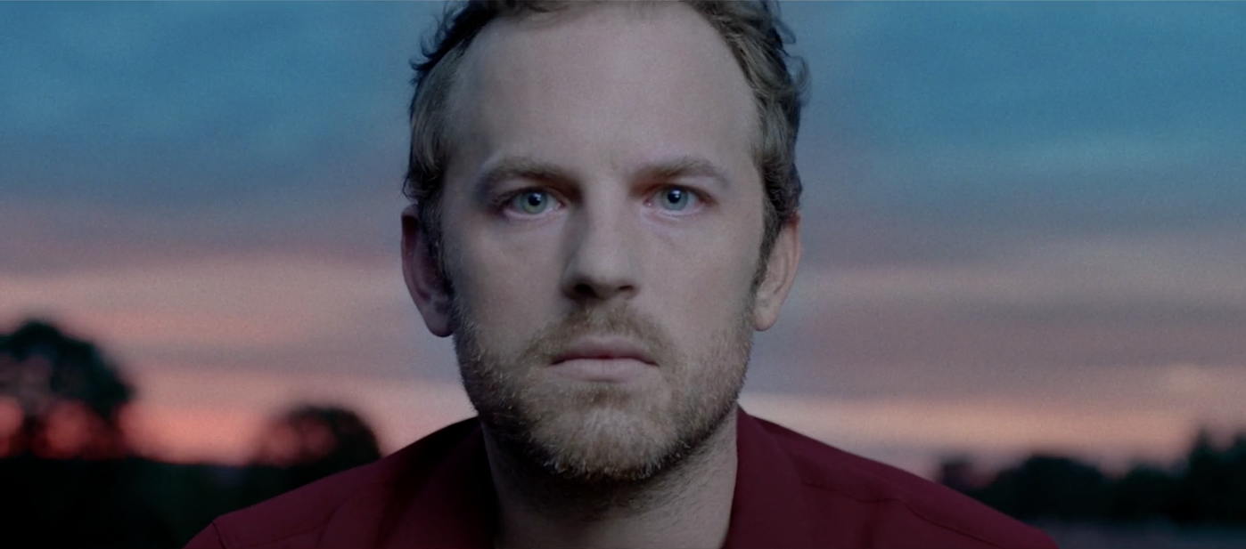 "Caleb Followill im neuen Video zu ""Walls'."