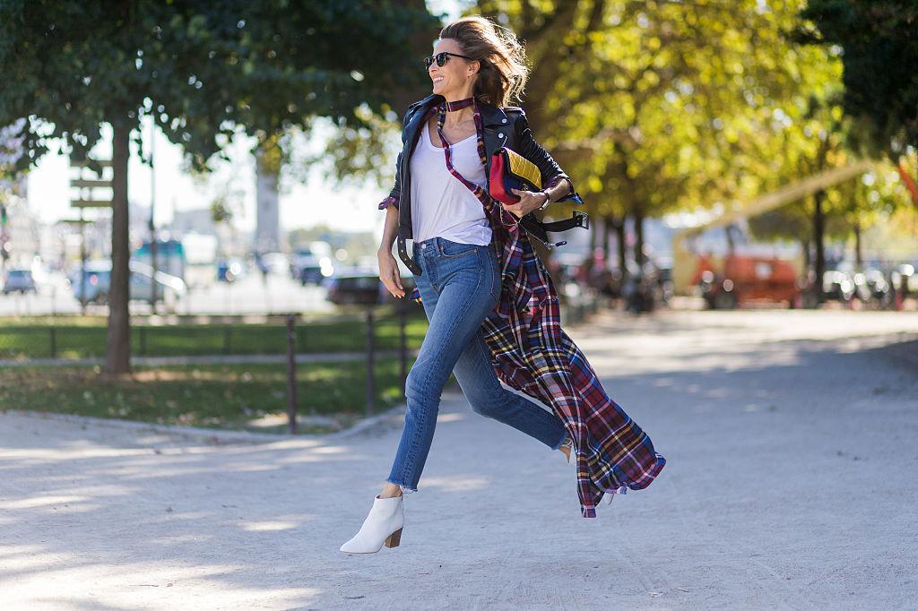 PARIS, FRANCE - OCTOBER 03: German fashion blogger and model Alexandra Lapp (@alexandralapp_) wearing Levis denim jeans, a wh