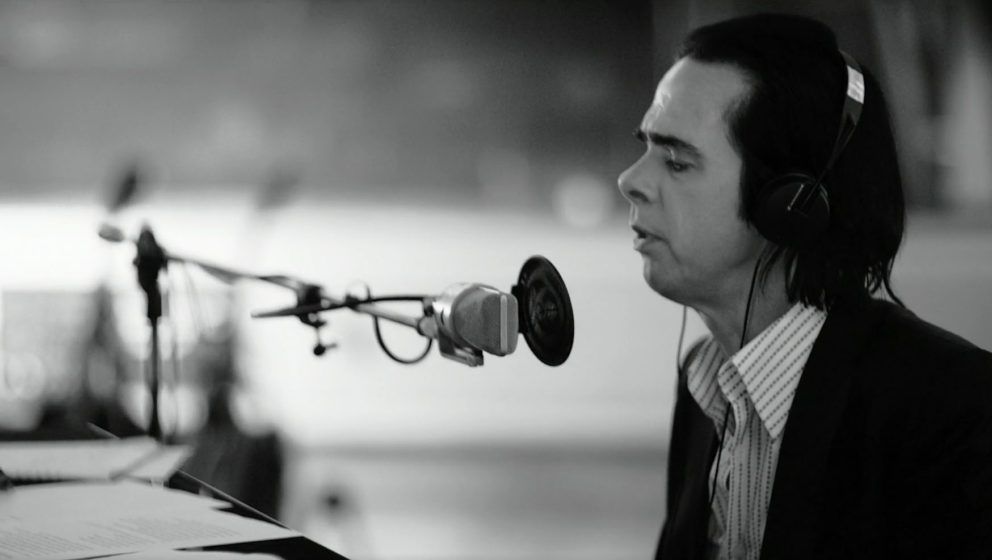 """One More Time With Feeling"" zeigt Nick Cave & The Bad Seeds im Studio."