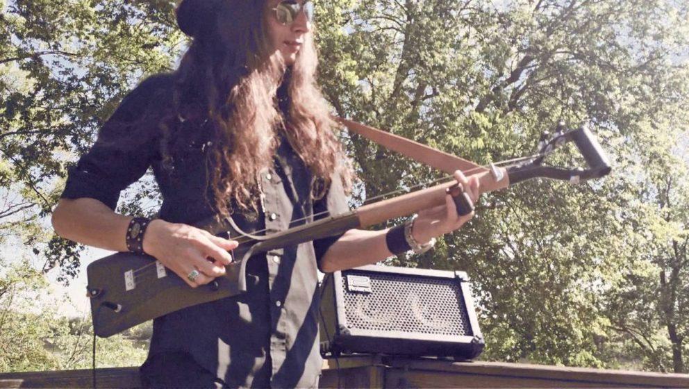Justin Johnson spielt virtuoser auf seiner Gitarre als die meisten Gitarristen auf einer Les Paul.