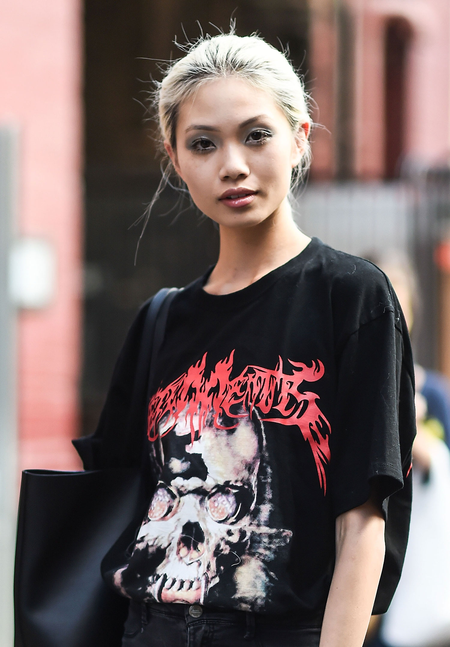 trend-metal-shirt-street-style-03