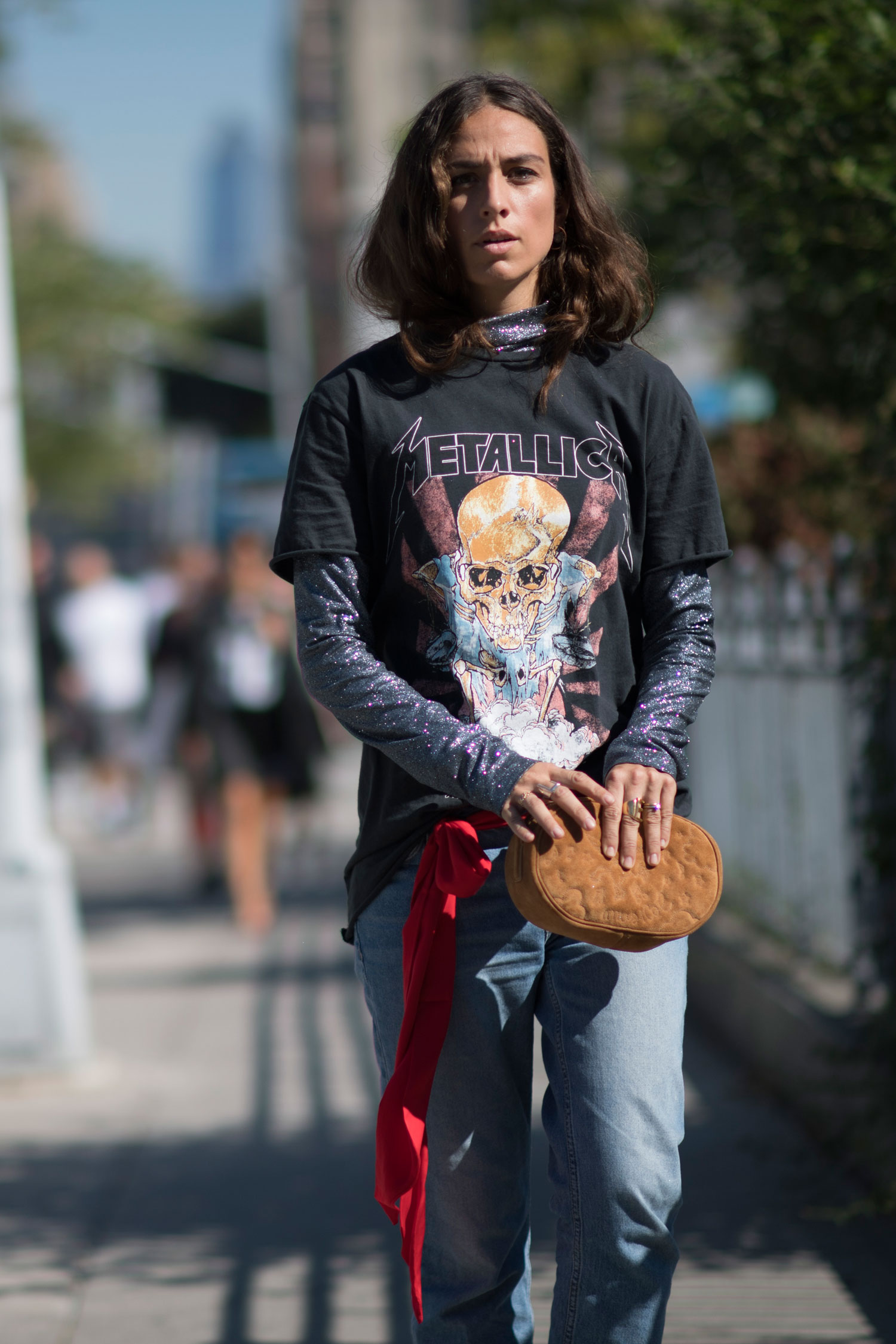 trend-metal-shirt-street-style-04
