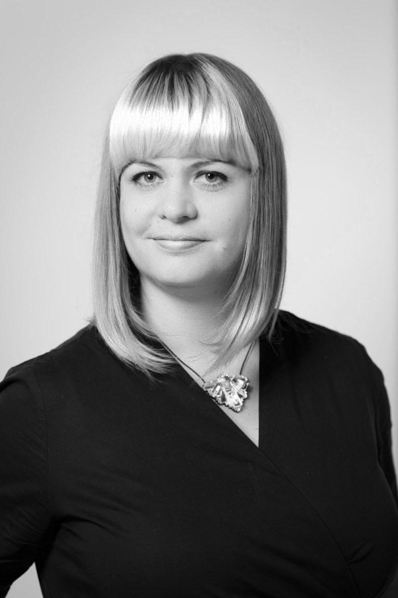 founder-lisa-lang-headshot-photocred-zoe-noble-sw