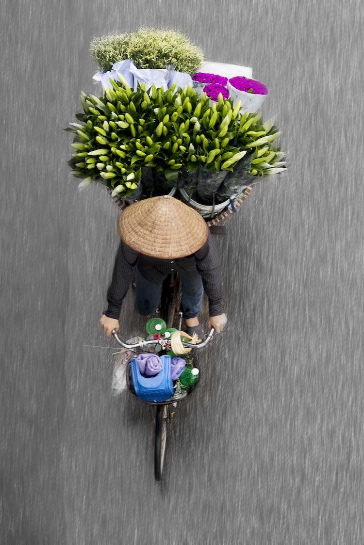 Straßenverkäufer aus der Vogelperspektive.