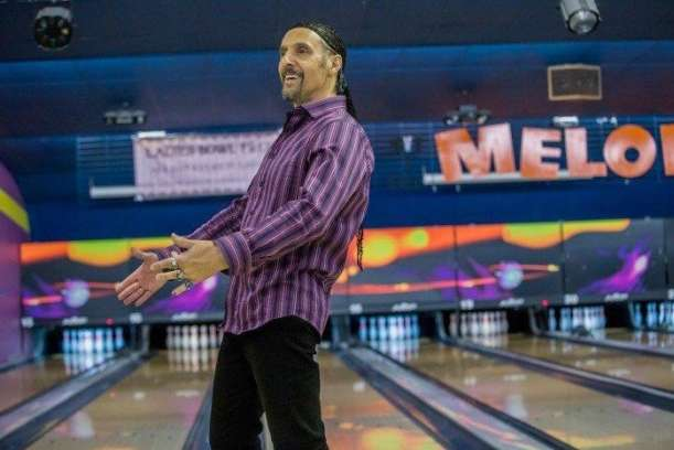 Natürlich hängt Jesus auf der Bowlingbahn rum.