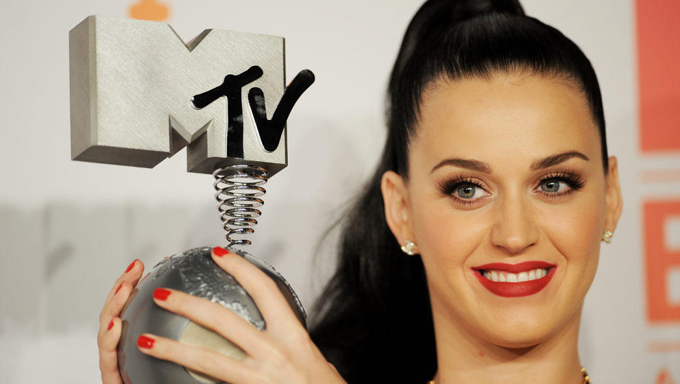 AMSTERDAM, NETHERLANDS - NOVEMBER 10: Katy Perry poses with the Best Female award in the photo room during the MTV EMA's 2013 at the Ziggo Dome on November 10, 2013 in Amsterdam, Netherlands. (Photo by Stuart C. Wilson/Getty Images for MTV)