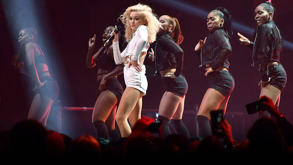 ROTTERDAM, NETHERLANDS - NOVEMBER 06: Zara Larsson performs on stage at the MTV Europe Music Awards 2016 on November 6, 2016 in Rotterdam, Netherlands. (Photo by Gareth Cattermole/MTV 2016/Getty Images for MTV)