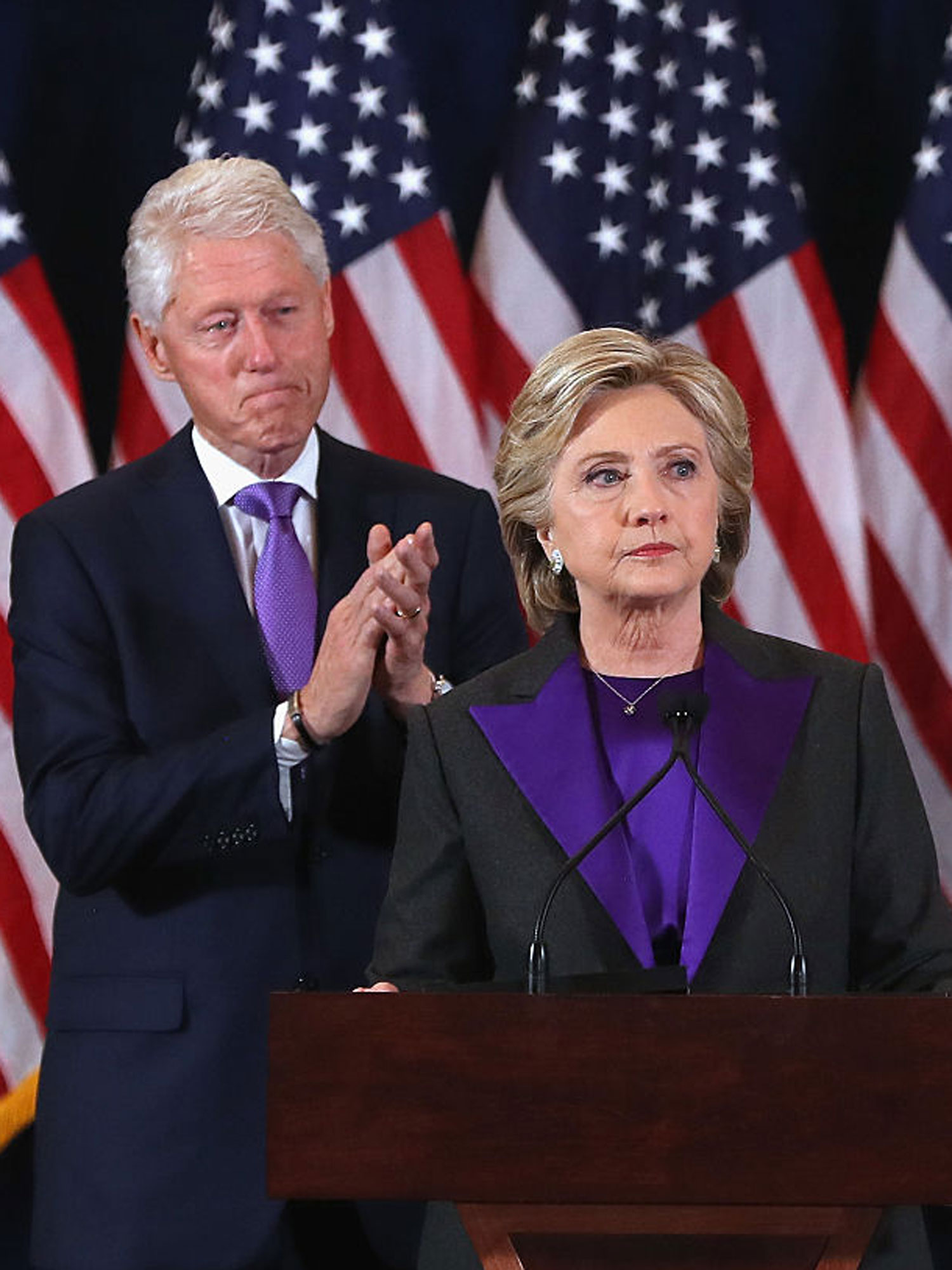 hillary-clinton-lila-outfit-rede-bill-clinton