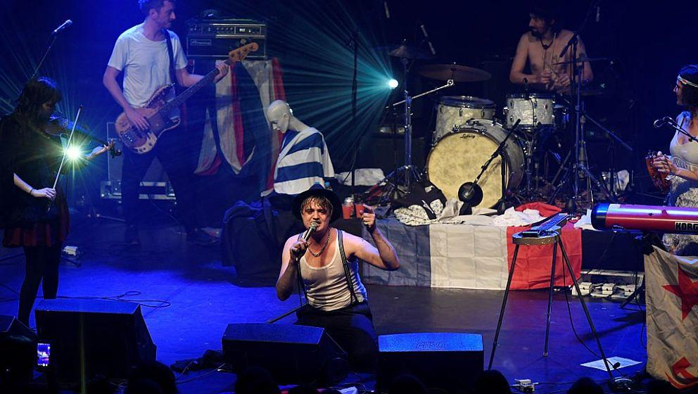 British singer-songwriter Pete Doherty (C) performs on stage at the Bataclan on November 16, 2016, in Paris. British musician Pete Doherty was playing on November 16, 2016 at the Bataclan music hall in the second concert since the venue re-opened a year after 90 people were killed there in the jihadist attacks on Paris in November 2015. / AFP / BERTRAND GUAY (Photo credit should read BERTRAND GUAY/AFP/Getty Images)