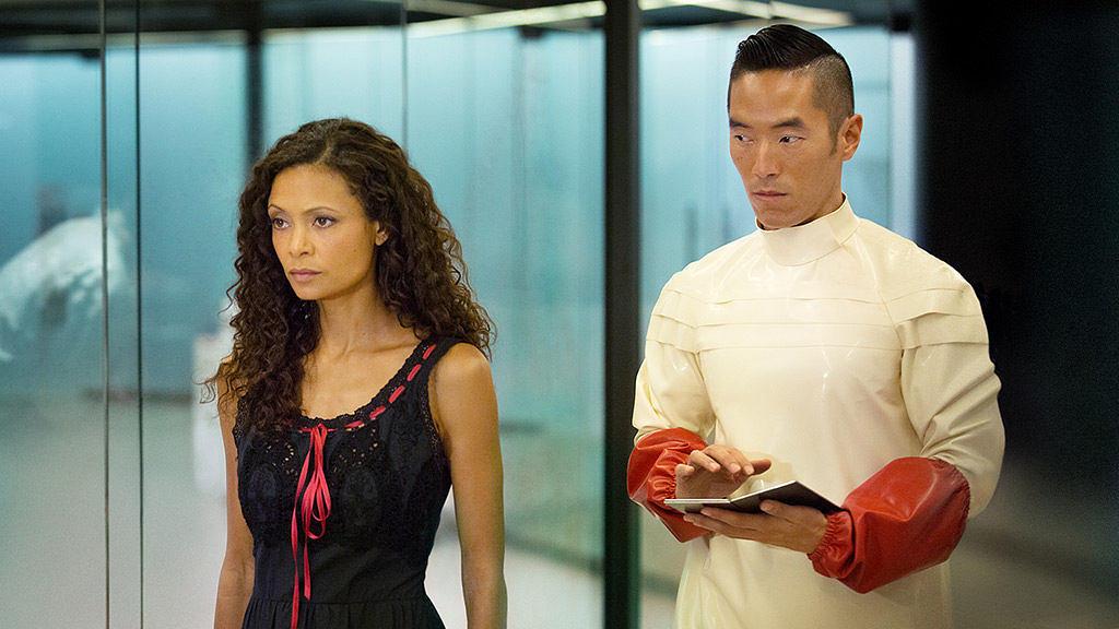 Thandie Newton spielt die Roboter-Hure Maeve.