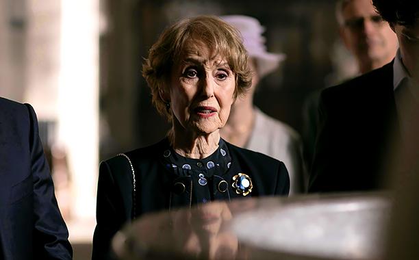 Mrs Hudson (Una Stubbs).