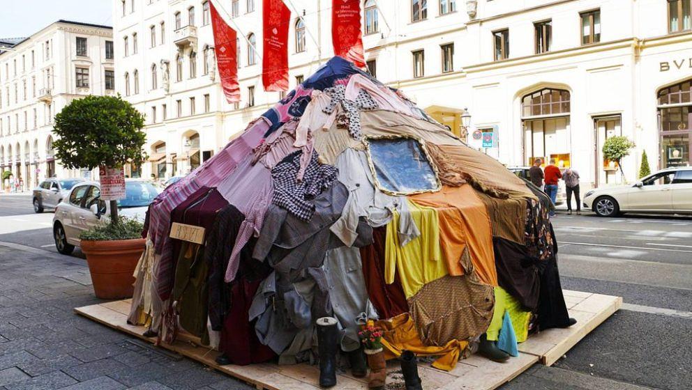 """Ein """"Shabby Shabby Apartement"""" aus Kleidung."""