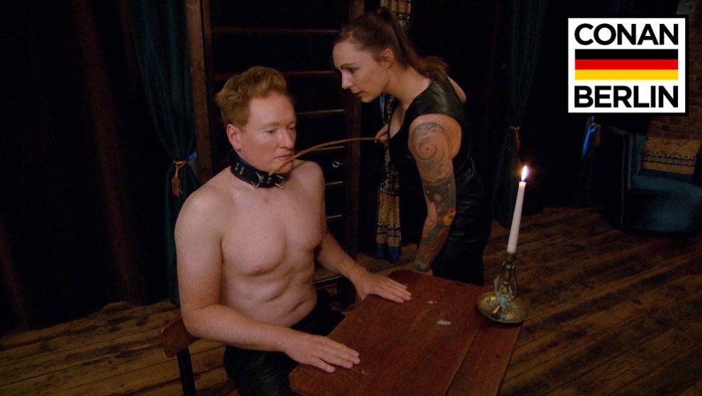Conan O'Brian bei Lady Velvet Steel.