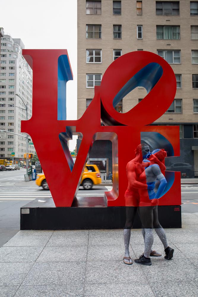 body-painting-love-statue-nackt-trina-merry