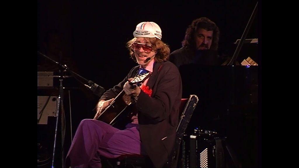 Der späte Schneider, Alleskönner und Multiinstrumentalist, an der Gitarre sieht man ihn trotzdem selten.