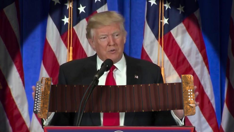 Donald Trump am Akkordeon