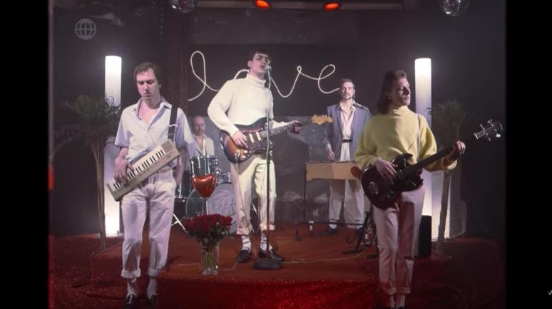 Yung Hurns Love Hotel Band. Lars Eidinger feelt es besonders heavy.