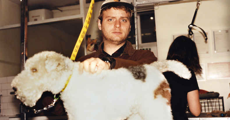 "Mac DeMarco im Hundesalon ""Groom Dog City"" in London."