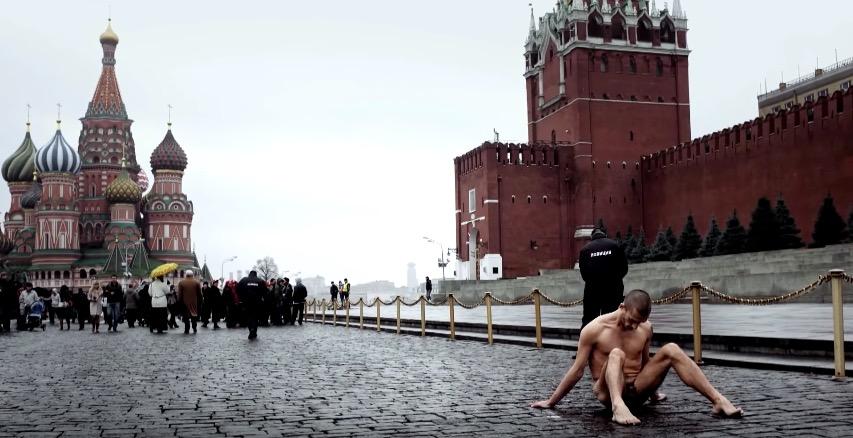 Pawlenski auf dem Roten Platz in Moskau.
