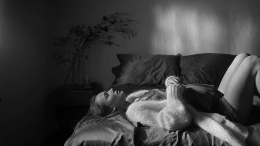 Die Ruhe vor dem Babysturm: Natalie Portman in James Blakes neuem Video