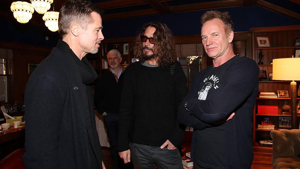 Geht offensichtlich manchmal doch noch unter Leute: Brad Pitt mit Chris Cornell und Sting im Januar 2017 in Malibu