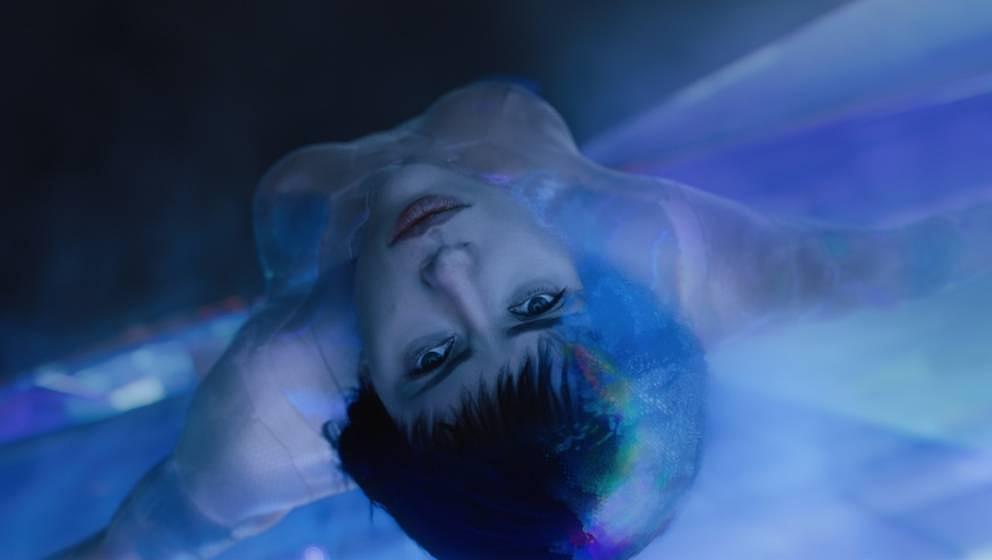 Scarlett Johansson in spielt Motoko Kusanagi.