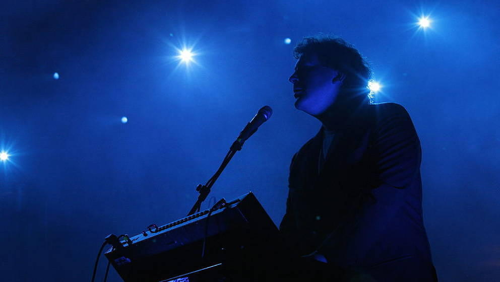 UNITED KINGDOM - NOVEMBER 06:  BRIXTON ACADEMY  Photo of HOT CHIP and Joe GODDARD, Joe Goddard performing on stage  (Photo by
