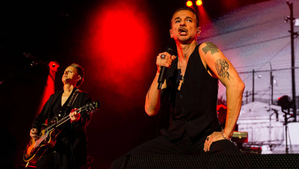 Billy Idol? Slash? Sylvester Stallone? Nein, Dave Gahan mit Depeche Mode live in Stockholm.