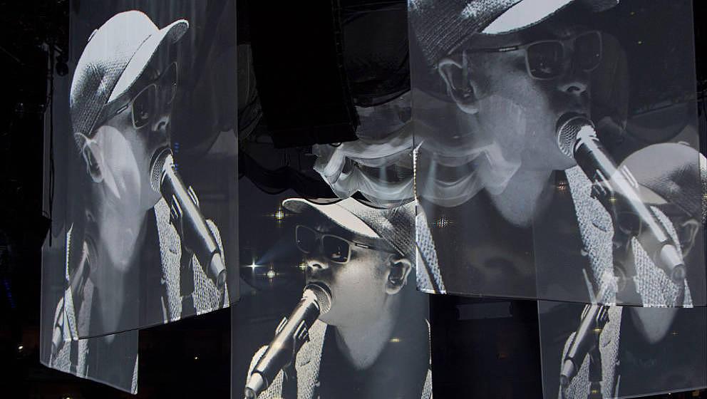 Kleidet sich in der Öffentlichkeit meist wie ein Mitglied der Antifa: Xavier Naidoo mit Mütze und Sonnenbrille