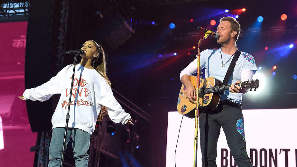 "Ariana Grande und Chris Martin covern ""Don't Look Back In Anger"" von Oasis"