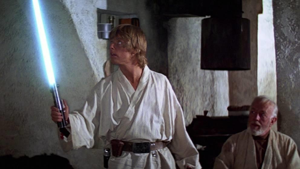 Luke Skywalker mit dem blauen Lichtschwert.