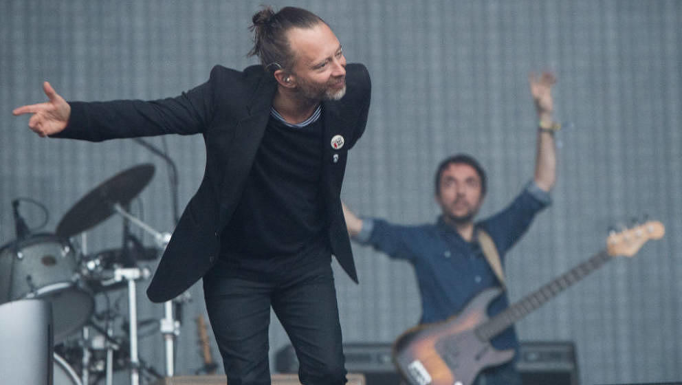 GLASTONBURY, ENGLAND - JUNE 23:  Thom Yorke and Colin Greenwood of Radiohead perform on day 2 of the Glastonbury Festival 201