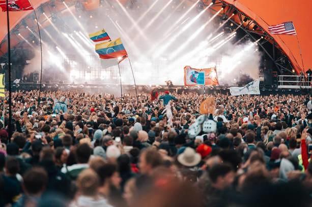 Vor der Orange Stage beim Roskilde Festival