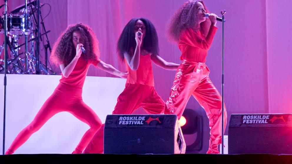 Anblicke wie diesen hier, wird es beim Primavera Sound viele geben: weibliche Acts auf der Festivalbühne. Darunter auch Solange, hier beim Roskilde Festival 2017.