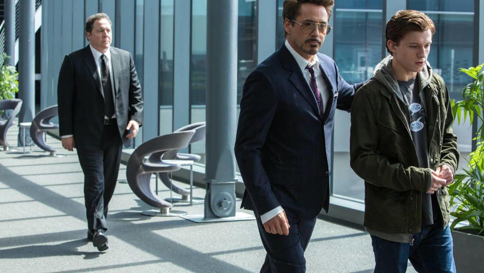 """Robert Downey jr. (Sonnenbrille) hat gefühlt keine Lust auf """"Spider-Man: Homecoming"""""""