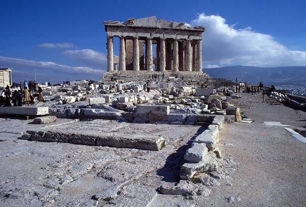 Der Parthenon-Tempel auf der Akropolis in Athen wurde ab 447 v. Chr. errichtet.