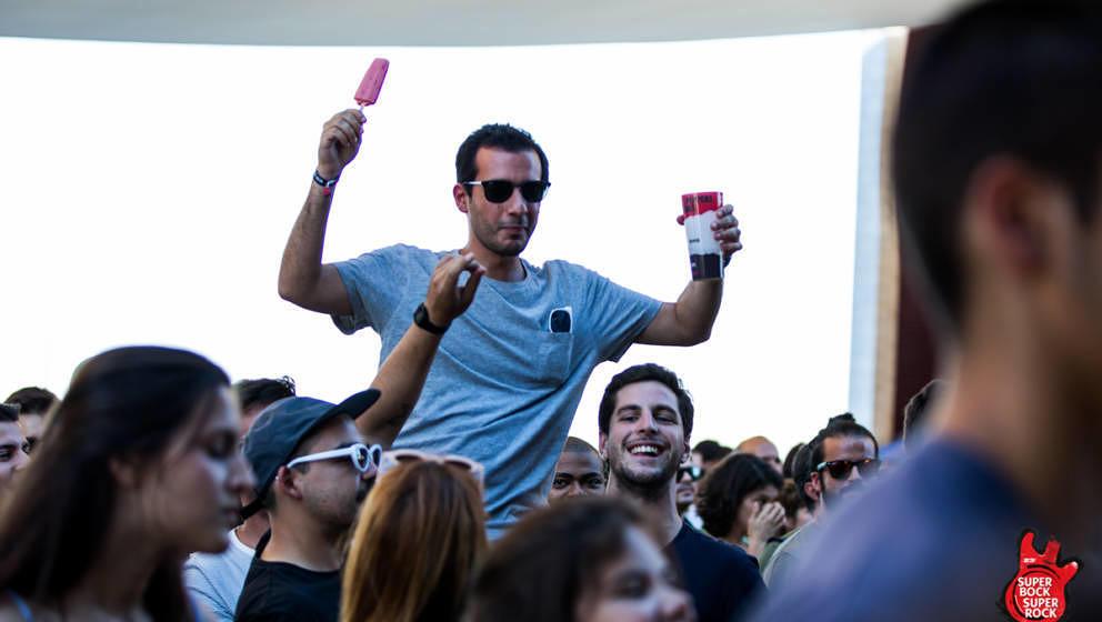 Grund für die gute Laune: Es gab gratis Eis für Festivalbesucher