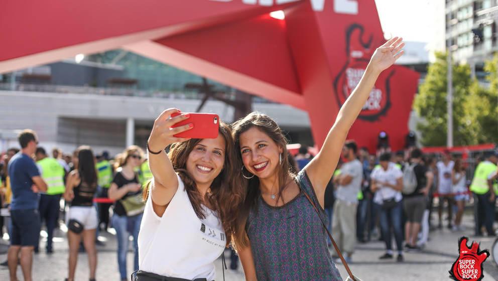 Selfie vor dem Festival-Eingangstor