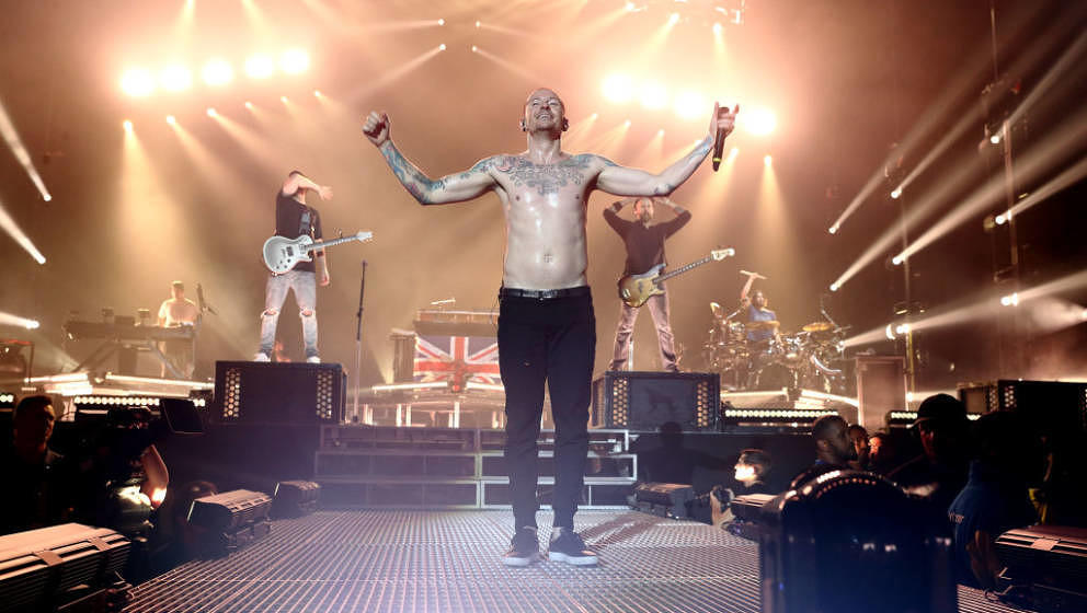 LONDON, ENGLAND - JULY 03:  Chester Bennington of Linkin Park performs at The O2 Arena on July 3, 2017 in London, England.  (