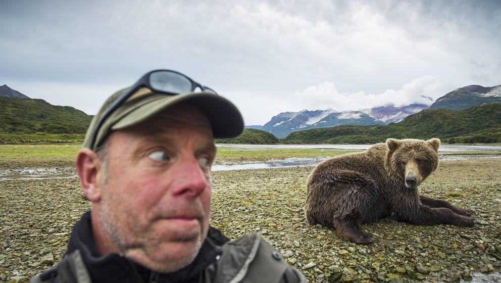 Selfie mit Bär – lässt dich auf Instagram gut dastehen, wenn du lange genug lebst, um es zu posten