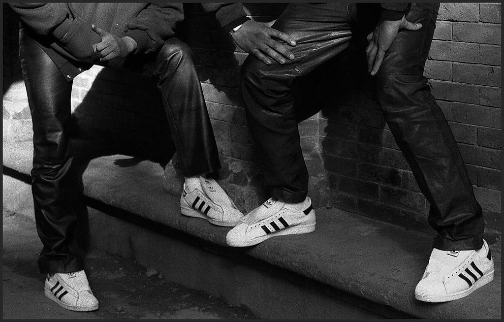 Adidas Sich Simplen Markt Wie Mit Trick Sneaker Den Einem d5nnv